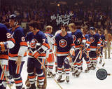 "J.P. Parise Islanders Shaking Hands After Eliminating Rangers w/ ""GWG"" And ""Jeep"" Inscriptions Foto"