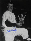 Bob Turley Signed Holding Cy Young Award B/W Vertical Photo Photographie