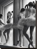 Ballerinas In Window  Reproducción en lienzo de la lámina