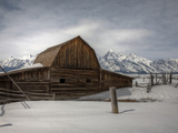 An Old Log Barn in Front of the Teton Range Photographie par Greg Winston