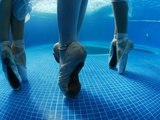 Underwater Photo of a National Ballet of Panama Dancers Fotografisk trykk av Kike Calvo
