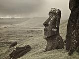 Moai on a Hill on Easter Island Fotografisk trykk av Jim Richardson