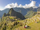 Tourists Enjoying a View of Machu Picchu During Sunset Photographie par Mike Theiss