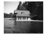 Thornewood Castle Boathouse, Lakewood, WA, 1916 Giclée-Druck von Ashael Curtis