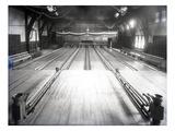Bowling Alley, Madison Park, Seattle, 1909 Lámina giclée por Ashael Curtis