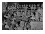 Girl Scouts Repairing Dolls, 1931-1932 Impression giclée par Chapin Bowen