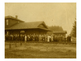 Lacey Depot, Waiting for Taft (1909) Giclee Print