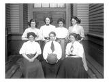 Girls' Basketball Team, Central School, Seattle (May 1909) Reproduction procédé giclée par Ashael Curtis
