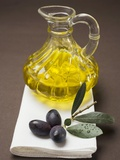 Olive Sprig with Black Olives, Carafe of Olive Oil Behind Photographie