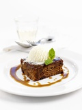 Sticky Toffee Pudding with Vanilla Ice Cream Lámina fotográfica por Ian Garlick