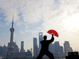 Practising Tai Chi with Fan, and Pudong Skyline, Early Morning, Shanghai, China Fotodruck von Peter Adams