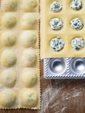 Home-Made Soft Cheese and Herb Ravioli in Ravioli Tray Fotografisk tryk