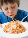 Small Boy Eating Spaghetti with Tomato Sauce Fotografisk tryk