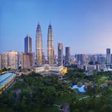 Malaysia, Selangor State, Kuala Lumpur, KLCC (Kuala Lumpur City Centre) Petronas Towers Photographic Print by Gavin Hellier