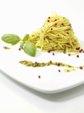 Spaghetti with Pesto and Pink Peppercorns Fotografisk tryk af Silvia Baghi