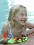 Small Girl with Fresh Fruit at the Pool Reproduction photographique par Louise Hammond