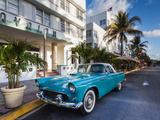 Walter Bibikow - USA, Miami Beach, South Beach, Ocean Drive, Avalon Hotel and 1957 Thunderbird Car Fotografická reprodukce