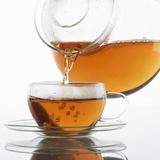 Pouring Tea into a Glass Cup Fotografie-Druck von Alexander Feig
