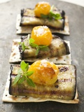 Crackers with Grilled Aubergines and Cherry Tomatoes Papier Photo