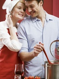 Couple Cooking Pasta with Tomatoes Fotografisk tryk