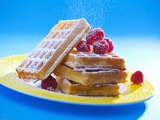 Waffles with Raspberries and Icing Sugar Fotografie-Druck