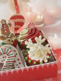 Cupcakes and Christmas Biscuits to Give as a Gift Lámina fotográfica