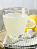 Hot Lemon with Sugar Cubes, Lemons in Background Photographie par Kai Schwabe