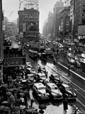 Times Square During a President Franklin D. Roosevelt Speech Transmission, New York, 1941 Papier Photo