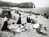 The Beach at Etretat, C.1900 Papier Photo