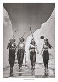 Des jeunes femmes vont au ski Art