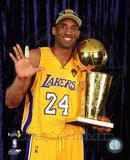 Kobe Bryant - 2010 NBA Finals Game 7 - Championship Trophy/5 Fingers in Studio(27) Photo