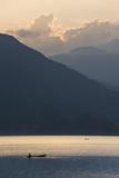 Phewa Tal Lake, Pokhara, Western Hills, Nepal, Himalayas, Asia Fotografisk tryk af Ben Pipe