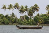 Fisherman in Traditional Boat on the Kerala Backwaters, Kerala, India, Asia Papier Photo par Martin Child