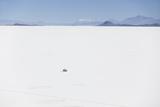 Ian Trower - Camper Van on Salar de Uyuni (Salt Flats of Uyuni), Potosi Department, Bolivia, South America - Fotografik Baskı