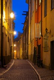 Narrow Street at Dusk, Gamla Stan, Stockholm, Sweden, Scandinavia, Europe Fotografisk tryk af Frank Fell