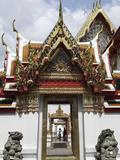 Chedi Rai Near Phra Rabieng Cloister. Wat Phra Chetuphon, (Wat Po), Bangkok, Thailand Reproduction photographique par J P De Manne