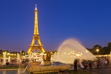 Eiffel Tower and the Trocadero Fountains at Night, Paris, France, Europe Stampa fotografica di Neale Clark