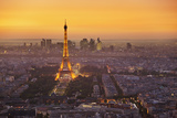 Paris Skyline at Sunset with the Eiffel Tower and La Defense, Paris, France, Europe Stampa fotografica di Neale Clark