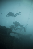 Scuba Divers Wreck Diving, Southern Thailand, Andaman Sea, Indian Ocean, Southeast Asia, Asia Reprodukcja zdjęcia autor Andrew Stewart
