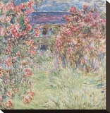 The House Among the Roses, between 1917 and 1919 Reproduction transférée sur toile par Monet Claude