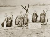 Frauen an einem Strand in Kalifornien, 1927 Fotodruck von  Scherl