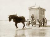 Beach wagon in Ostende, 1910 Reproduction photographique par  Scherl