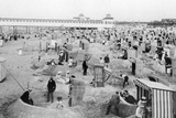 Beach life in the Baltic sea town of Swinoujscie, 1914 Photographic Print by  Scherl