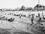 Beach life in the Baltic sea spa of Swinemuende, 1913 Photographic Print by  Scherl