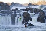 Kayakers Running Great Falls of the Potomac River Papier Photo par Skip Brown
