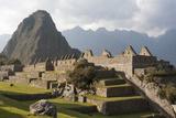 Machu Picchu, the Lost City of the Incas and Huayna Picchu Peak Lámina fotográfica por Jonathan Irish