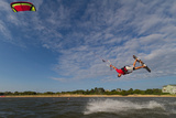 A Pro Kiteboarder Jumps High over the Pamlico Sound Photographie par Skip Brown