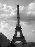 Black and White Eiffel Tower with Sky Background Fotodruck von Jamie Pharr