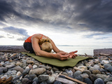 Yoga Position of Child's Pose in Lincoln Park - West Seattle, Washington Photographie par Dan Holz
