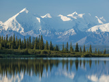 The Rugged Snow-Covered Peaks of the Alaska Range and Shore of Wonder Lake Photographie par Howard Newcomb